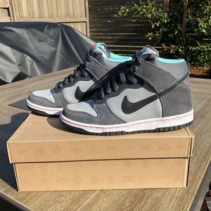Brand New in Box- Nike Dunk High Top GS Wolf Grey- Youth Sz 6/ Women's Sz 7.5